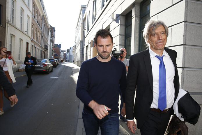 Ivan Leko (links) verlaat het kantoor van de onderzoeksrechter in Tongeren.