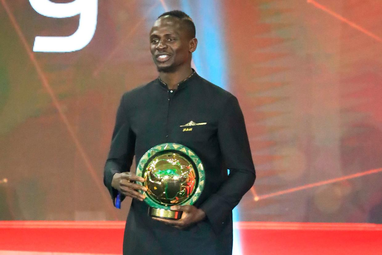 Sadio Mane nam dinsdag in het Egyptische Hurghada de trofee voor Afrikaans voetballer van het jaar in ontvangst.