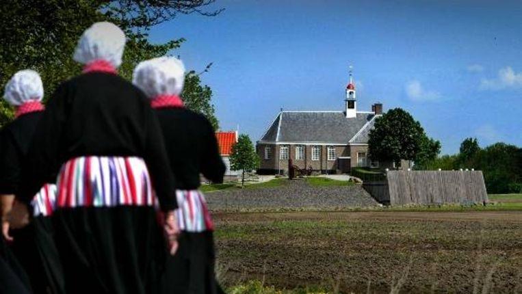 Leden van het Schokkerkoor in Schokland. Werelderfgoed Schokland is sinds november 2008 officieel een dorp. (ANP) Beeld