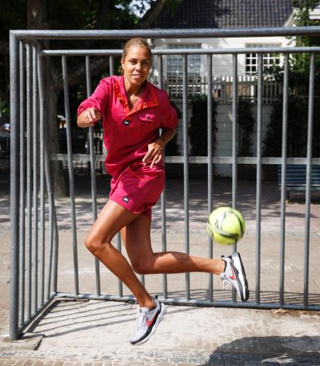 Amsterdamse Rocky eerste vrouwelijke straatvoetballer in voetbalspel Fifa