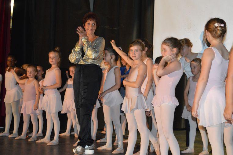 Nicole De Paepe werd gehuldigd door haar ballerina's.