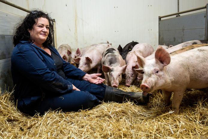 Caroline van der Plas is van Farm en Food communicatie uit Deventer en nam het op haar Twitter-account @boerburgertweet op voor boeren.