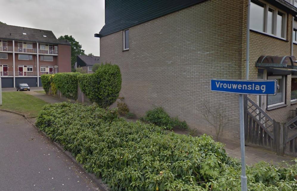 De straat in Westervoort waar de verwarde man met bijl zondagmiddag rondliep.