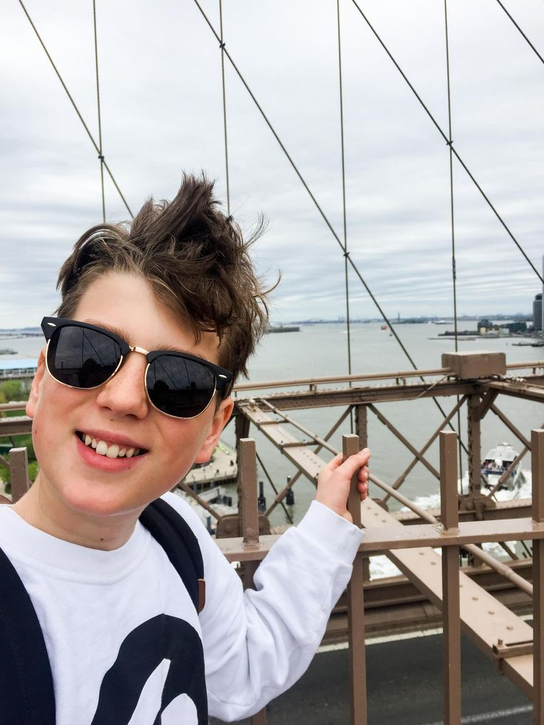 Selfie op de Brooklyn Bridge. Beeld Corinne van Duin