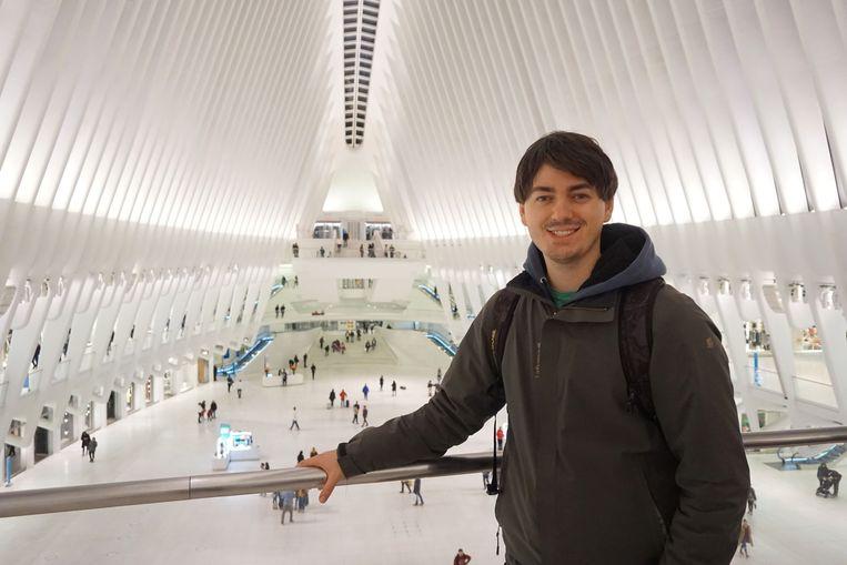 Gentenaar Christophe Godin (27), hier in het World Trade Center in New York, reisde al de hele wereld rond dankzij zijn neus voor goedkope vliegtickets en reizen.