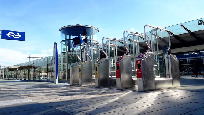 Ergens bij de poortjes, aan de kant van het busstation, is het bezit van Sietse van der Wal verdwenen.