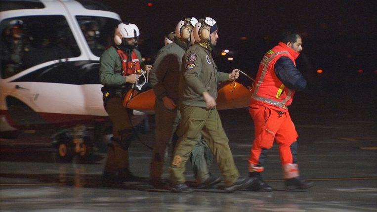 Een van de kinderen kort na de landing in Pescara, waar ze naar het ziekenhuis werden overgebracht.