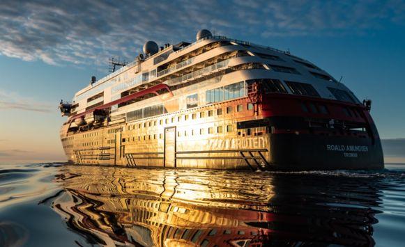 De MS Roald Amundsen is het eerste hybride cruiseschip ter wereld.