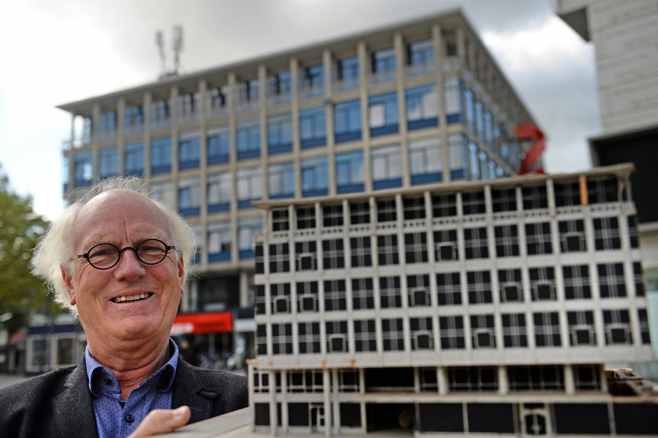 Oud-Hengeloër Herman Dekkers mocht zestig jaar geleden als kleine jongen de sleutel aanreiken voor de opening  van de Markt, als sluitstuk van wederopbouw. Nu is hij zelf expert in ruimtelijke identiteit.