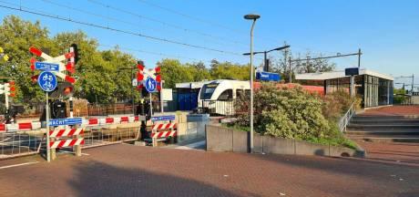 Jongeren die mondkapje weigeren, bespugen conducteur in trein naar Duiven: vijf arrestaties