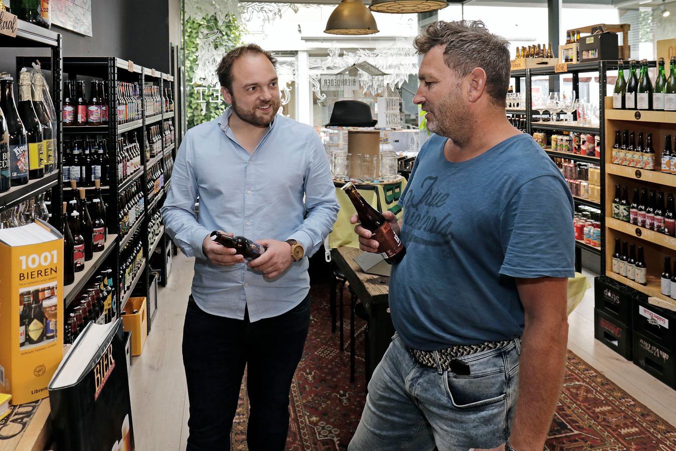 Bij De Bierhoeder in de Schakel gaan de zaken beter dan verwacht volgens eigenaar Willem-Jan van der Heijden (links).