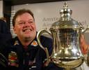 13 januari 2003: Raymond van Barneveld komt aan op Schiphol nadat hij zijn derde wereldtitel bij de BDO heeft gewonnen.