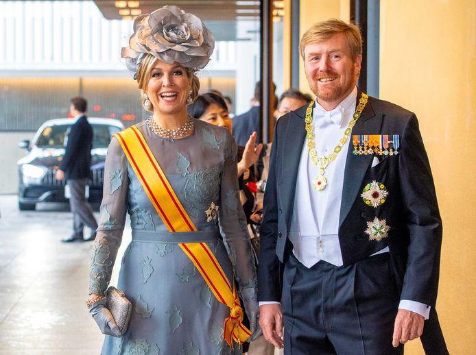 Koning Willem-Alexander en koningin Maxima komen aan in het keizerlijk paleis voor de inhuldigingsceremonie van keizer Naruhito.