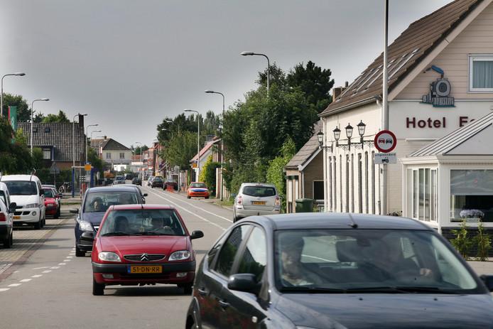 De Rijksstraatweg in Numansdorp