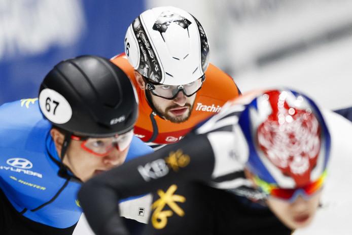 Itzhak de Laat tijdens de finale op de 500 meter tijdens de ISU World Cup Finale Shorttrack.