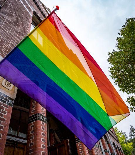 Soest hangt voor het eerst de regenboogvlag uit op Coming Out Day: 'Dit is het moment om te verbinden'