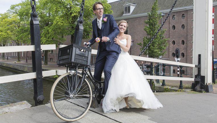 Een bruidspaar in Amsterdam. Beeld anp