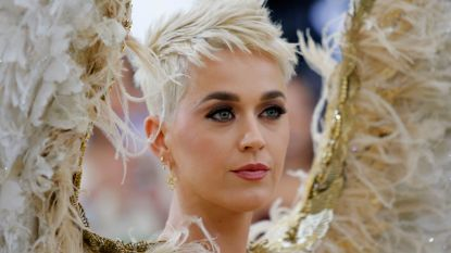 Ryan Seacrest creëert awkward situatie met Katy Perry tijdens 'American Idol'