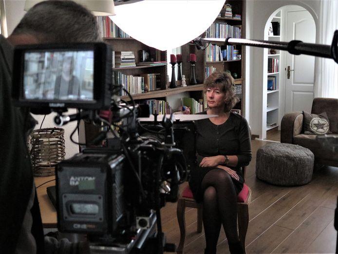 Anja van der Starre vertelt aan de NOS over de Merwedegijzelaars.