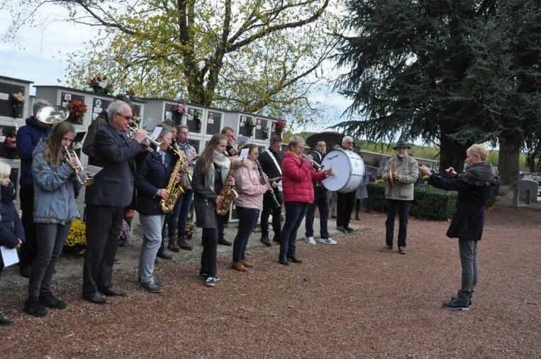 De plaatselijke muziekverenigingen wekten ook mee aan de herdenkingen.