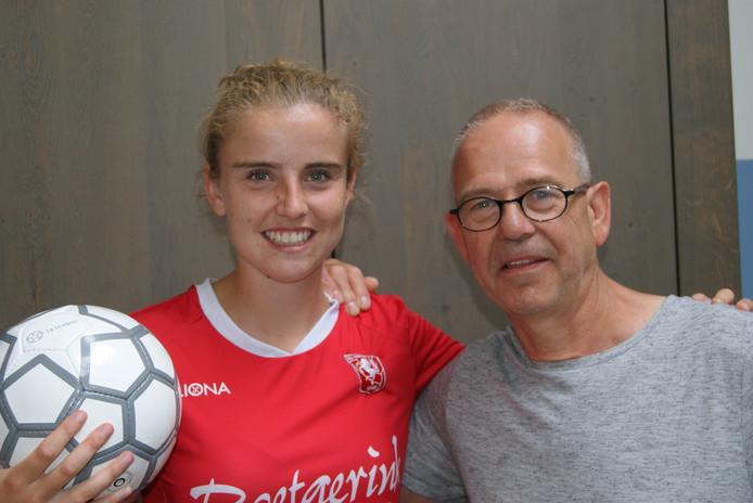 """Myrthe Moorrees van FC Twente Vrouwen met haar vader Johan. """"Zonder mijn vader had ik het profvoetbal niet gehaald."""""""