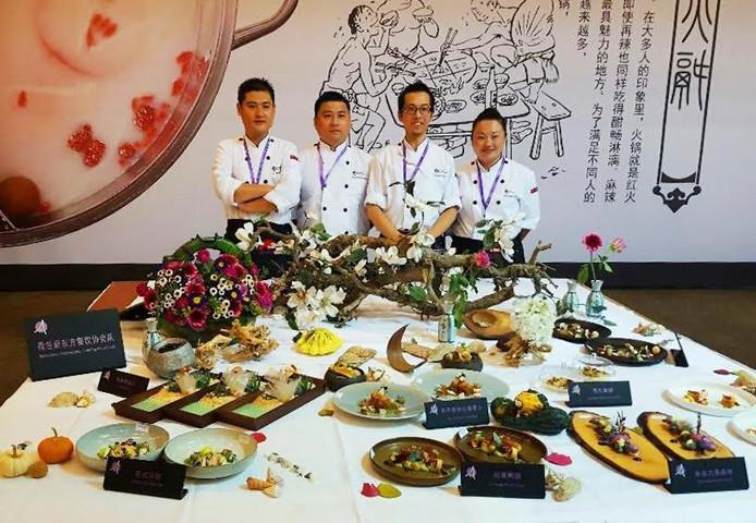 Nederlands Team dat tweede prijs wint met Chef Maoyu Qin van restaurant Umami in Eindhoven