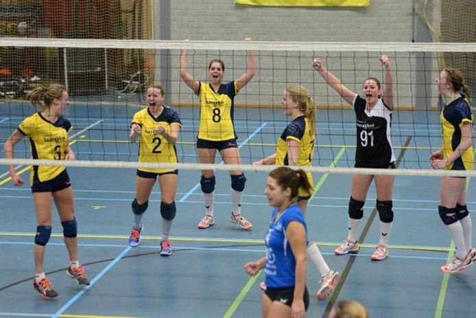 De volleybalsters van Havoc vieren een punt tegen ADC.