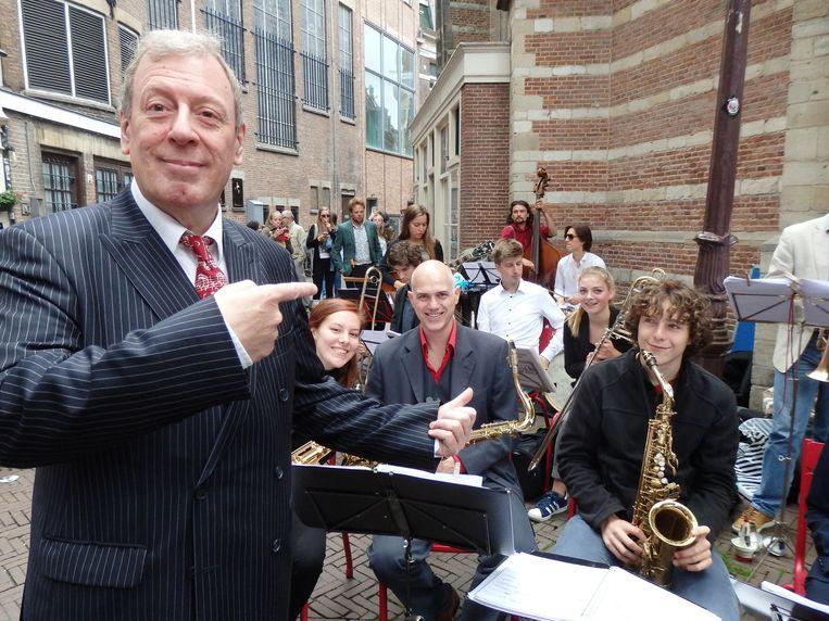 Peter Guidi met zijn bigband van studenten van de jazz-afdeling van de Muziekschool Amsterdam.