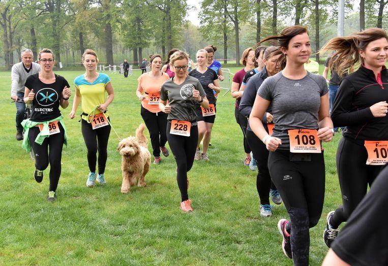 De loopwedstrijd aan de Kolonie trok 2.000 sportievelingen.