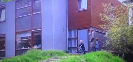 Marcel van Roosmalen tegen jonge NEC-fan: 'Fiets maar lekker naar beneden over die trap'