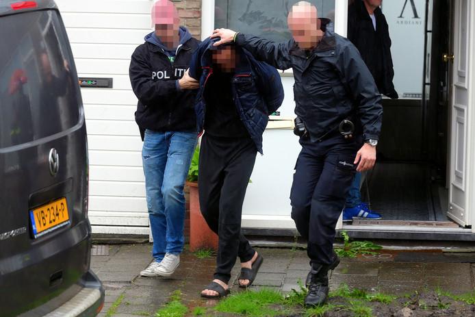De arrestatie van één van de verdachten van de kluisjesroof in Oudenbosch.