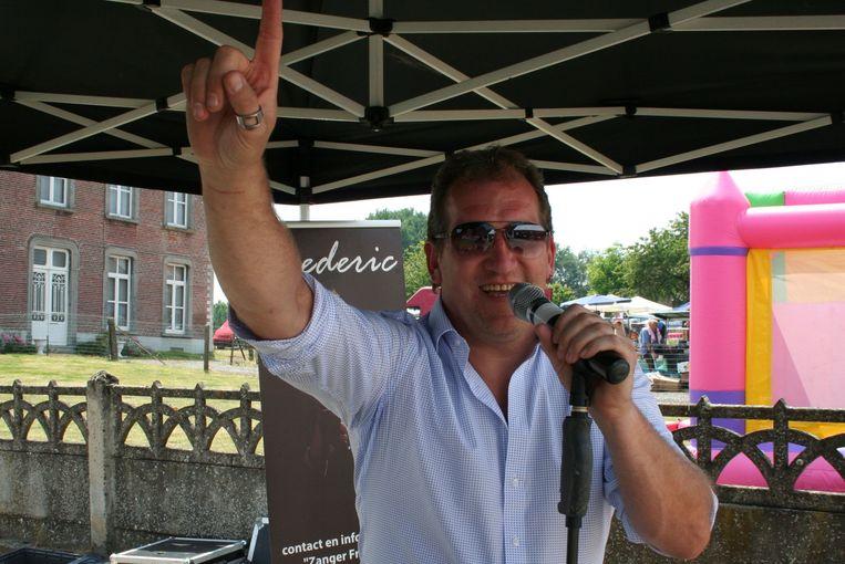 Freek Vanrooy voor het ontmoetingscentrum in Hoxem bij een vorig optreden in 2017.