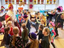 Dus toch! Sinterklaas met piet gespot op basisschool De Bogaard in Ravenstein