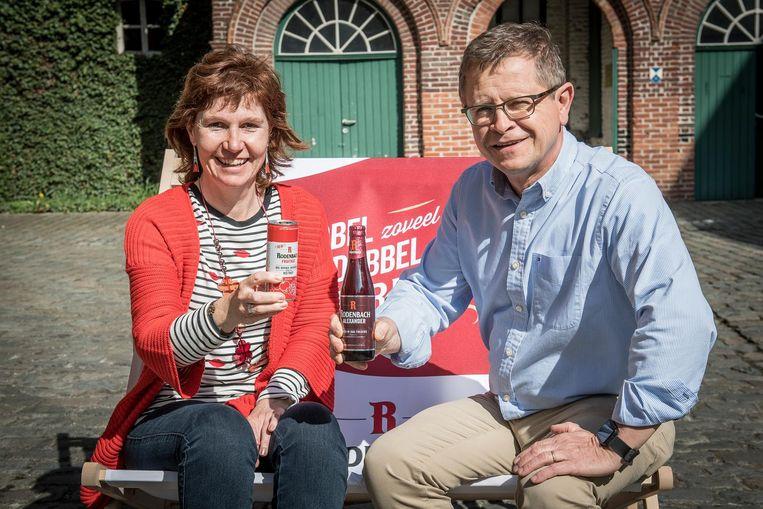 Nancy Verstraete (PR assistent) met de FruitAge & Rudy Ghequire (plant manager) met de Rodenbach Alexander.