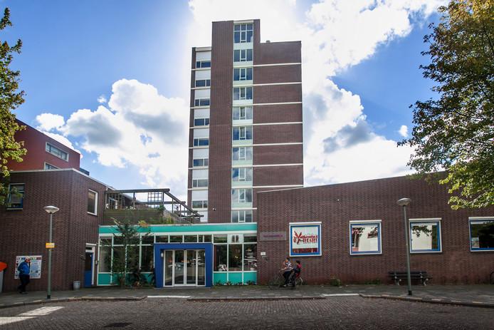 De Valkenhof in Vlaardingen gaat tegen de vlakte.