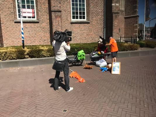 Ook de media duikt op Juul Bouman. Zondagmiddag kwam Hart van Nederland opnames maken in Etten-Leur.
