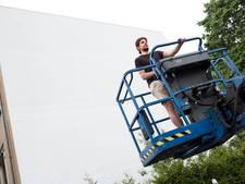 Mega-kunstwerk op blinde flatmuur in Overvecht
