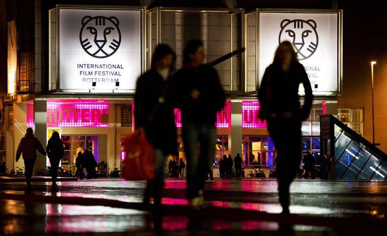 Bezoekers van het filmfestival op het Schouwburgplein in Rotterdam. Beeld anp
