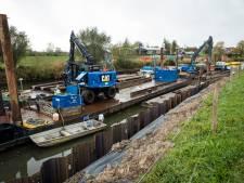 Ingestorte kade Apeldoorns kanaal in Hattem nu hersteld