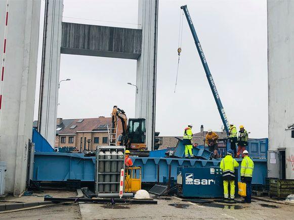 Werklui zijn nog volop bezig met de installatie.