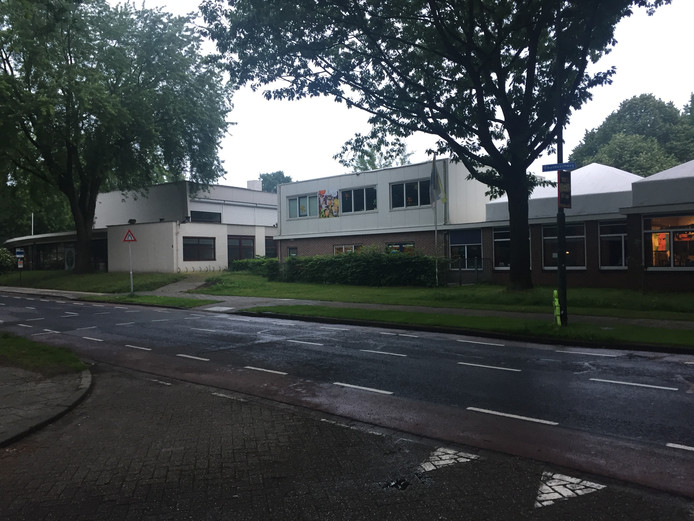 Voormalige Schalm (links) en basisschool Rennevoirt (rechts)