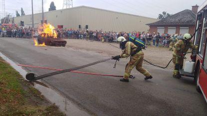 Bezoekers opendeurdag onder indruk van brandweer