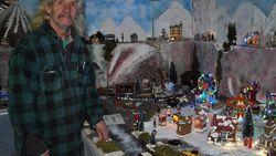 """Man bouwt wintertafereel met tientallen miniatuurhuisjes: """"Volgend jaar wordt het nóg groter"""""""