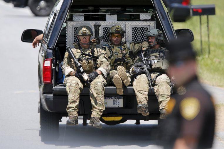 De politie zet bij de klopjacht de grote middelen in.