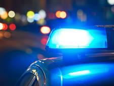 Automobilist rijdt op vangrail na achtervolging in Axel