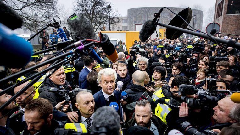 Wilders tussen de buitenlandse pers in Spijkenisse. Beeld anp