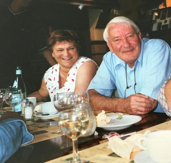 Annie Tally en Roland Beernaert, enkele jaren geleden tijdens een diner. Het echtpaar was 62 jaar gehuwd.