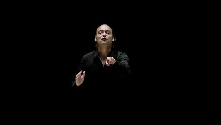 Dirigent Jan Willem de Vriend neemt nu met het Concertgebouworkest minder risico dan hij meestal doet met zijn eigen Combattimento Consort. Beeld Marcel van den Broek