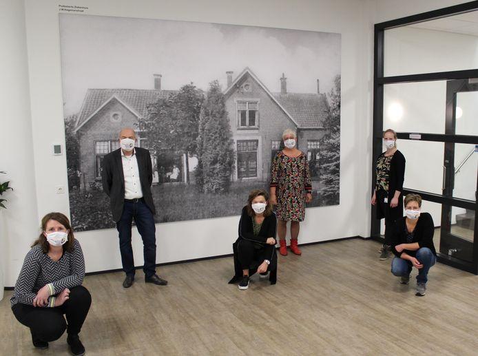 Stichting Vrienden van het SKB heeft in de buitenpoli in Eibergen een fotowand aangeboden waarop het oude ziekenhuis van Eibergen is te zien.