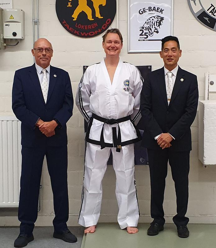 Een trotse Martijn Lindeboom is taekwondo-master